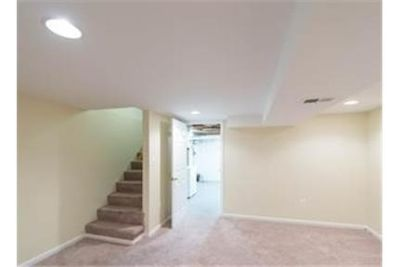 House in quiet area, spacious with big kitchen