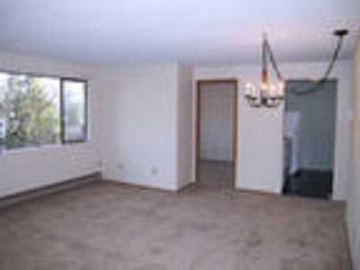 Comfy 3 BR condominium. Washer/Dryer hook ups! Near NAS Whidbey