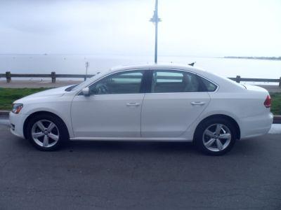 2012 Volkswagen Passat TDI SE (Candy White)