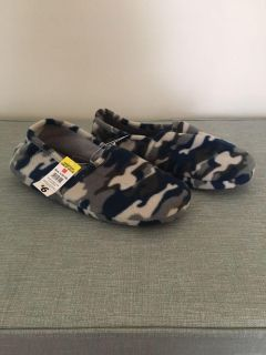 Brand New - Men s Camouflage Slippers , Size L (12-13), NWT