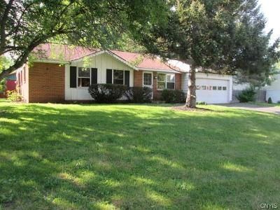 4 Bed 1 Bath Foreclosure Property in Baldwinsville, NY 13027 - Timwood Dr