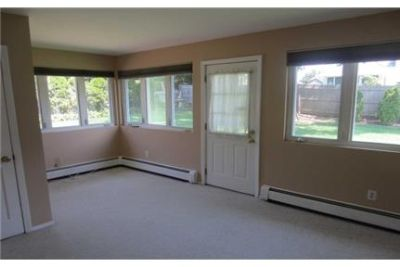 3 bedrooms House - Fantastic Rental In Syosset Schools. Single Car Garage!