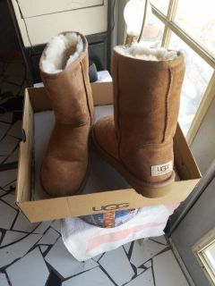 UGG boots short chestnut color New in box never been used