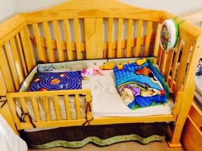 Natural color 2in1 convertable crib+matress fre