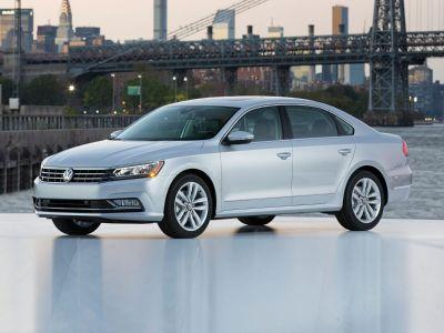 2019 Volkswagen Passat 2.0T Wolfsburg (Platinum Gray Metallic)