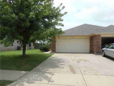 546 Mast Court Crowley, Very nice 2006 half duplex with 2