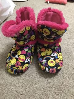 Girls size 1/2 emoji slippers only worn one time. Like new