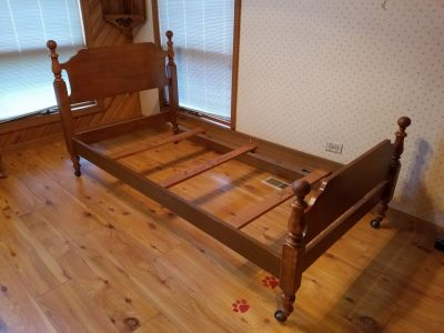 Twin Bed - Solid Maple Vintage