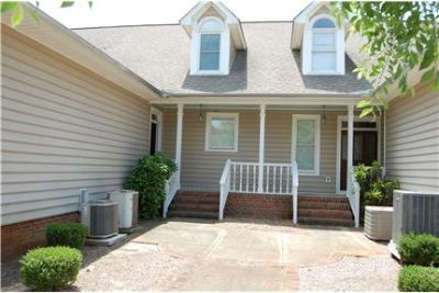 RENT YOUR IMMACULATE 4 BR/3.5 BA TOWNHOME