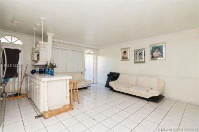 Miami Beach: 1/1 Best location studio (West Ave., 33139)