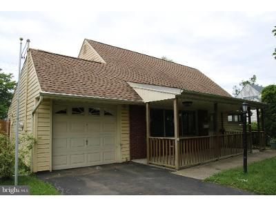 4 Bed 1 Bath Foreclosure Property in Levittown, PA 19055 - Kingapple Ln