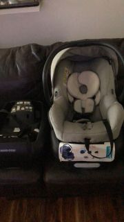 Maxi Cosi Mico 30 infant carrier with 2 bases