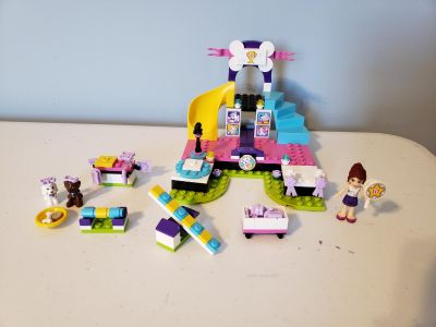 Lego Friends set 41300 - Puppy Championship. Includes instruction guide.