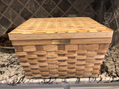 Stonewall kitchen basket like new $7