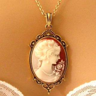 A Gorgeous Victorian Woman Peach Cameo Necklace