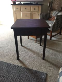 Cute farmhouse end table with drawer