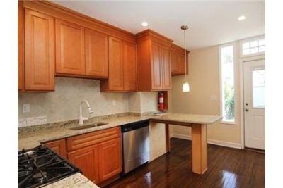 FULLY RENOVATED LOVELY 2 BEDROOM APARTMENT ON THE 1ST FLOOR A MUST SEE.