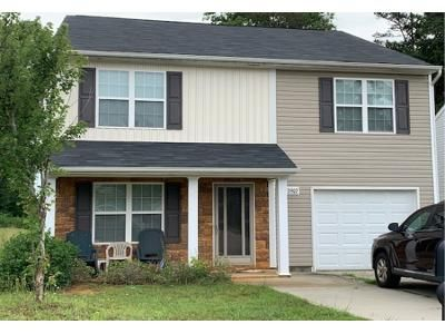 4 Bed 3 Bath Preforeclosure Property in Charlotte, NC 28216 - Barley Ln