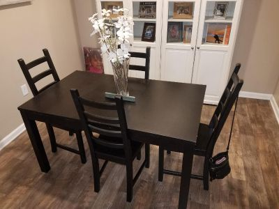 Black kitchen table (available after 9/25)