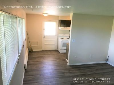 Newly Remodeled 2BR Pet Friendly Apt in 4-Plex with Parking!