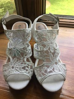 Lacy wedge sandals-New