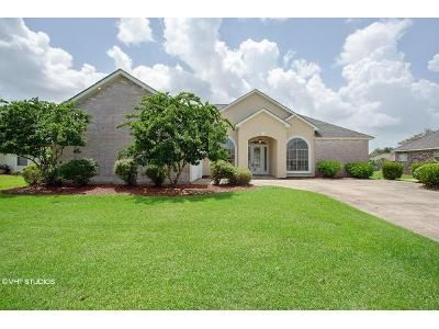 4 Bed 2.5 Bath Foreclosure Property in La Place, LA 70068 - Riverlands Dr