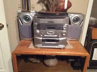 Emerson 6-CD Changer stereo with speakers