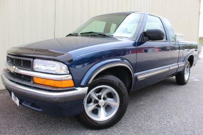 2000 Chevrolet S-10 LS (BLUE)