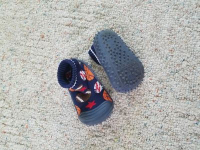 Skidders grip traction shoes size 6
