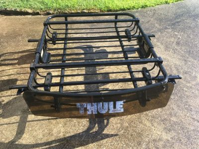 Thule Roof Rack with mounting brackets for 2014 Ford Focus