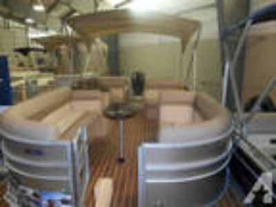 2014 Pontoon 23' by Crest -
