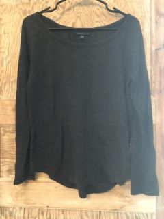 American eagle charcoal gray knit top with beautiful lace sleeve detail size med