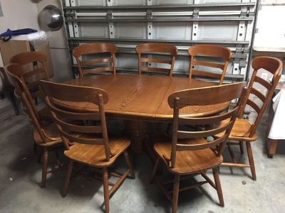 Table & 8 chairs Oak