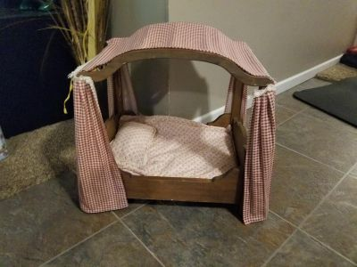 Pet or doll bed! We got for our kitten but he wouldn't use. FIRST COME. WANT GONE TODAY