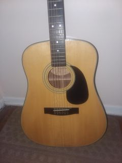 HONDO TRADITION ACOUSTIC GUITAR. EXCELLENT CONDITION