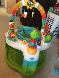 Exersaucer with play mat like new