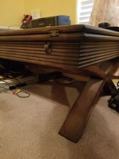 Space saving expandable coffee table