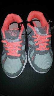 NWT girls DANSKIN NOW athletic sneakers size 13