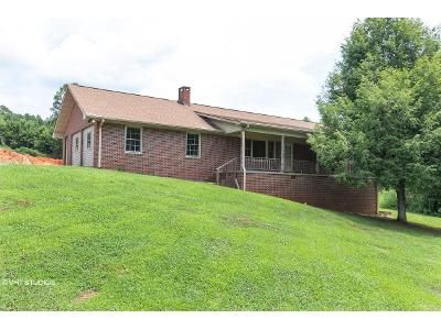 6 Bed 2 Bath Foreclosure Property in Toccoa, GA 30577 - Old Carnes Creek Rd