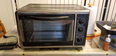 Countertop oven with rotisserie