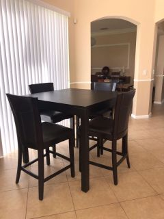 Like new table and 4 chairs