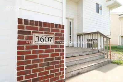 Huge 4 Bedroom 3 Bath Twin home South side of Sioux Falls!