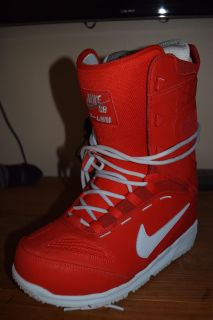 Brand NEW! Mens snowboarding boots, size 9.5