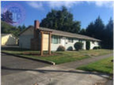 Portsmounth Area Gem with newer flooring - No neighbors above or below!
