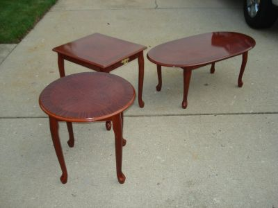 SET OF 3 MATCHING END/COFFEE TABLES - LIKE NEW