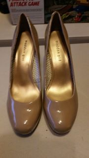 BRAND NEW - NEVER WORN WOMENS SIZE 10 Nude Heels - GREAT FOR THE HOLIDAYS