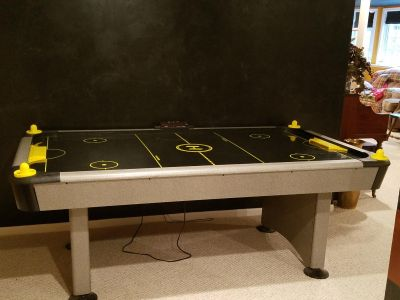 Harvard air hockey table with electronic score keeper