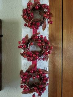 Cranberry and leaf wreaths wall decor