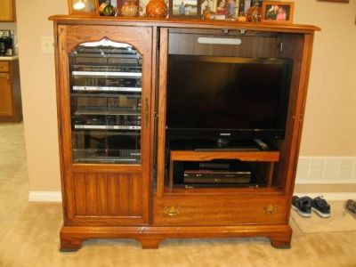 "32"" Flat screen TV, Turntable & Oak Entertainment center $120 for ALL"