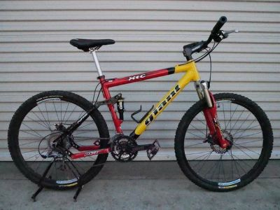 Giant XTC DS2 Mountain Bike -Disc Brakes -Tubeless Tires